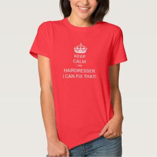 Mantenha a calma que eu sou um cabeleireiro eu t-shirts