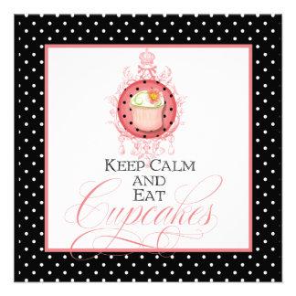 Mantenha calmo coma cupcakes - partido dezesseis convites personalizado