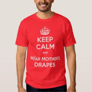 MANTENHA CALMO e a mãe do desgaste drapeja T-shirts