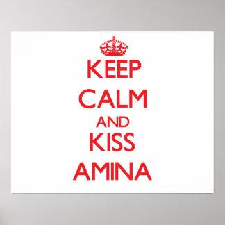 Mantenha calmo e beijo Amina Pôsteres
