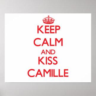 Mantenha calmo e beijo Camilo Posters