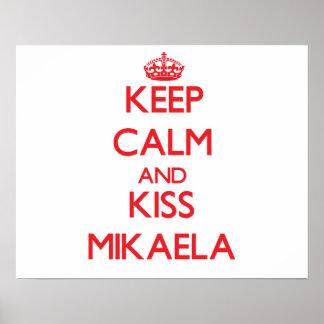 Mantenha calmo e beijo Mikaela