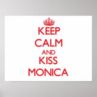 Mantenha calmo e beijo Monica