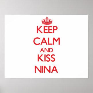 Mantenha calmo e beijo Nina