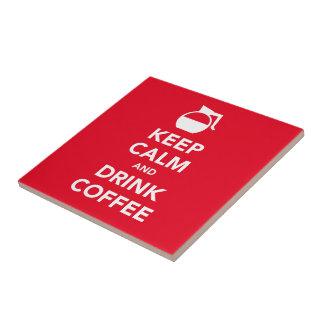 Mantenha o azulejo calmo e da bebida do café