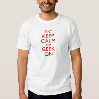 Mantenha o geek calmo sobre tshirts