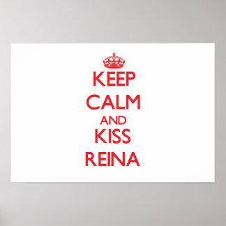 Mantenha Reina calmo e do beijo