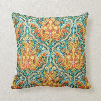 Marroquino Paisley no azul do Aqua e na laranja da Travesseiros