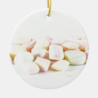 Marshmallows dos doces ornamento de cerâmica redondo