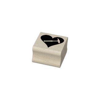 Martelo e coração da rocha carimbo de borracha