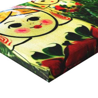 Matroshka na fotografia da grama impressão de canvas envolvidas