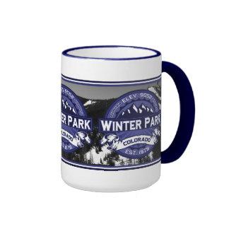 Meia-noite do parque do inverno caneca com contorno