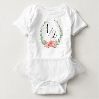 Meio aniversário com grinalda floral t-shirts