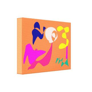 Menina alegre impressão de canvas envolvidas