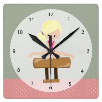 Menina bonito da ginástica relógio para parede