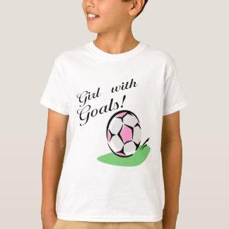 Menina com t-shirt e presentes dos objetivos