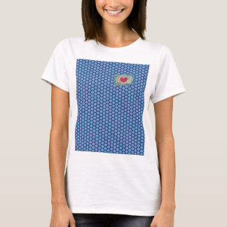 Menina com um coração bonito camisetas