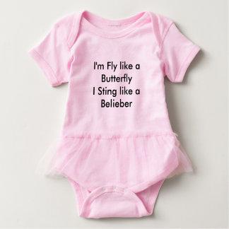 Menina da camisa de Belieber