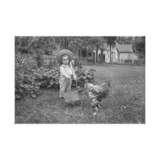 menina da fotografia dos 1880's no carro do galo
