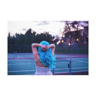 Menina de cabelo azul
