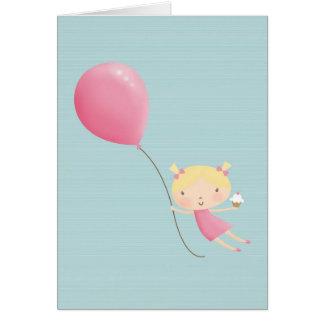 Menina do aniversário no cartão do ar