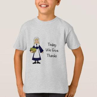 Menina do peregrino da acção de graças camisetas