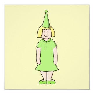Menina em um equipamento verde do aniversário convite quadrado 13.35 x 13.35cm