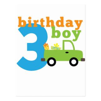 Menino 3 do caminhão do aniversário cartão postal