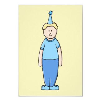 Menino do aniversário no azul convite 8.89 x 12.7cm