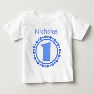 Menino do primeiro aniversario um nome grande V101 Camisetas