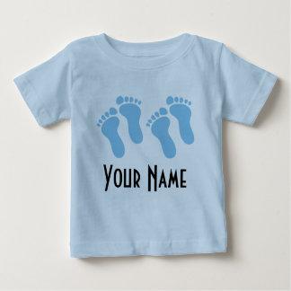 Menino gêmeo pegadas personalizadas do bebê camisetas