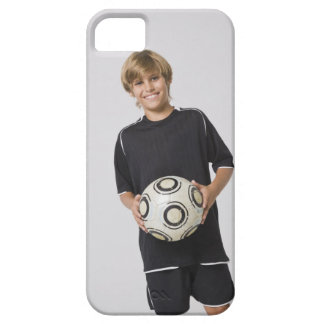 Menino que guardara a bola de futebol, sorrindo, capa para iPhone 5