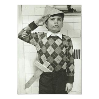 Menino que guardara uma espada de madeira convite 12.7 x 17.78cm