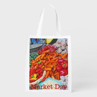 Mercado orgânico - céu de Foodie - pimentões & Sacolas Ecológicas