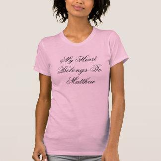 Meu coração pertence a Matthew Camisetas