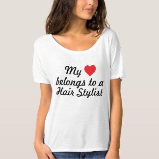 Meu coração pertence a um cabeleireiro t-shirts
