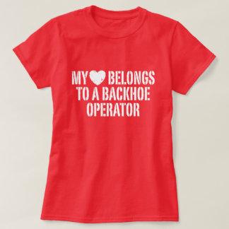 Meu coração pertence a um operador do Backhoe Tshirts