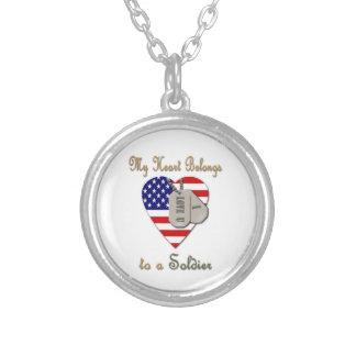 Meu coração pertence a um soldado colares personalizados