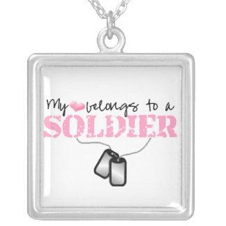 Meu coração pertence a um soldado pingente
