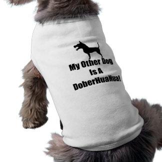 Meu outro cão é um DoberHuaHua! Camisa Sem Mangas Para Cachorro