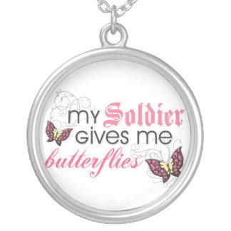 Meu soldado dá-me borboletas colar com pendente redondo
