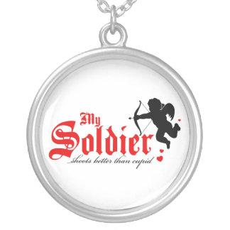 Meu soldado dispara melhor do que o Cupido Colar Com Pendente Redondo