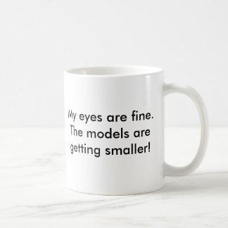 Meus olhos são muito bem. Os modelos estão obtendo Caneca De Café