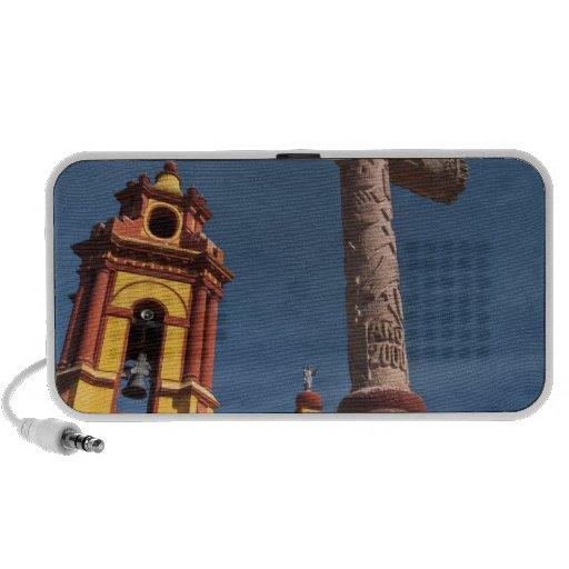 México, Bernal. Vista de Iglesia de San Sebastian Caixinhas De Som