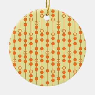 Miçanga da laranja e do Tan no teste padrão bonito Ornamento De Cerâmica Redondo