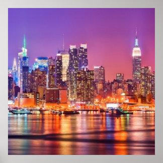 Midtown Manhattan na noite com império Stae Poster