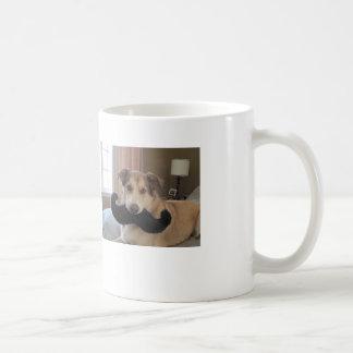 Mim bigode para uma chávena de café caneca