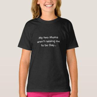 Miúdo aumentado pelo t-shirt de duas mães: Apenas