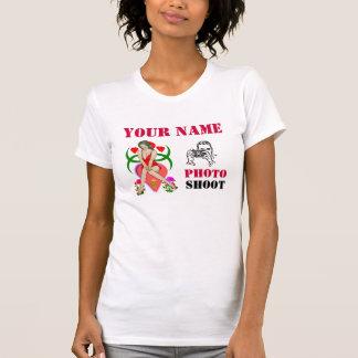 Modelo da sessão fotográfica t-shirt