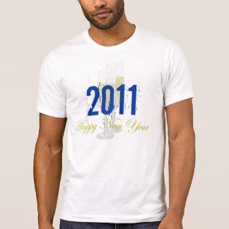 Modelo destruído o feliz ano novo do t-shirt
